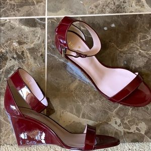 KATE SPADE RONIA PATENT WEDGE SANDAL RED CHESTNUT